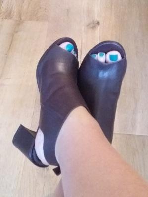 Burgundy shoes || Tuesday Reviews Day 06-12-2016 || raeritchie.com