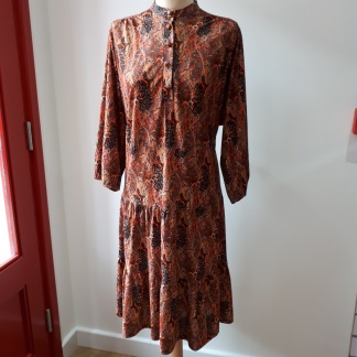 A winter floral midi dress that ticks this season's trends || Charity shop shopping with Myton Hospices: My vintage fashion charity shop adventure at Myton Fargo, Coventry